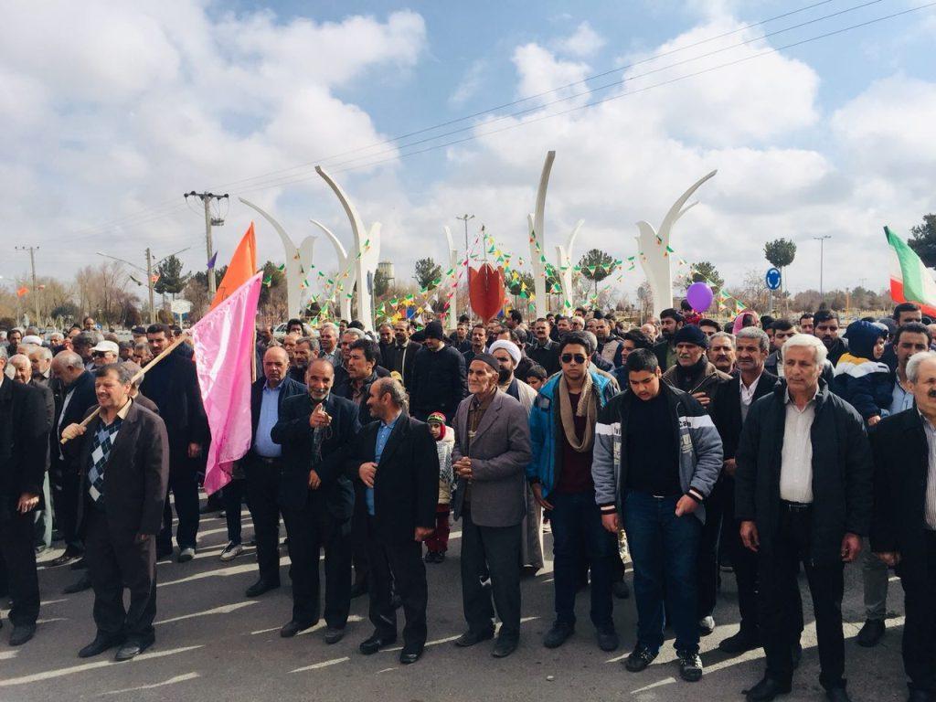 تصاویر:بهمن تماشایی وزوان وقرائت قطعنامه مراسم جشن سالگرد پیروزی انقلاب اسلامی در  ۲۲ بهمن ۱۳۹۷