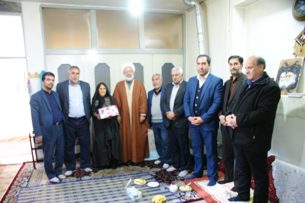 بازید  از خانواده های معظم شهدا به مناسبت چهلمین سالگرد پیروزی انقلاب اسلامی