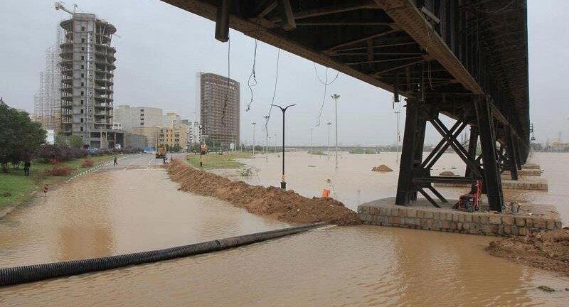 سه سیل بند حاشیه رودخانه کارون در مقطع اهواز شکسته شد