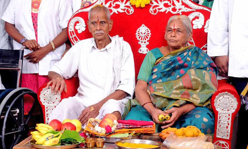 پیرزن هندی در ۷۳ سالگی دوقلو زایید