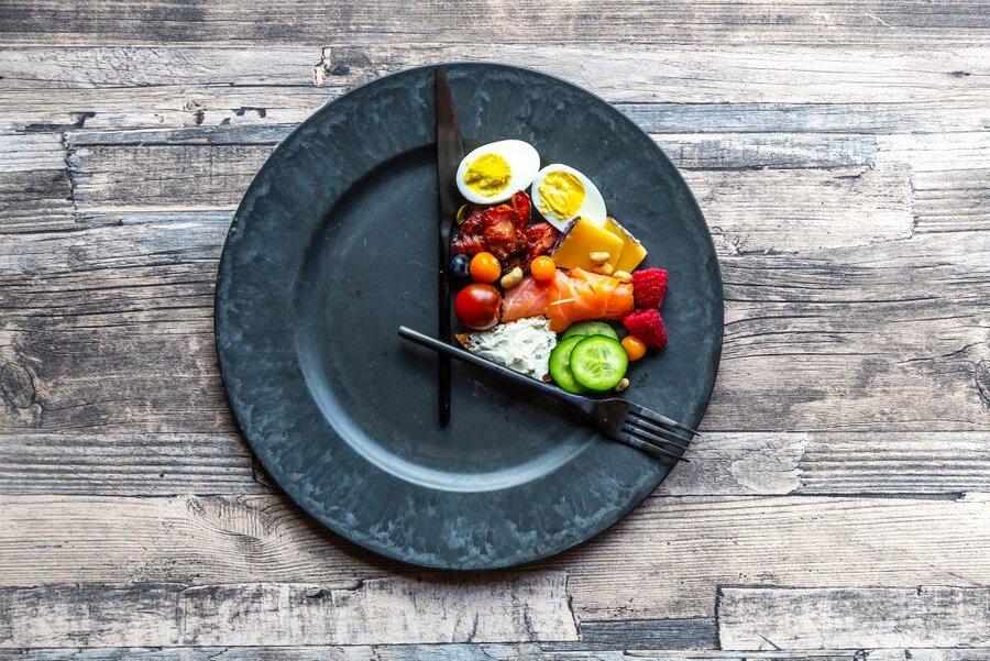 این ۵ نکته را رعایت کنید تا در روزهای قرنطینه چاق نشوید