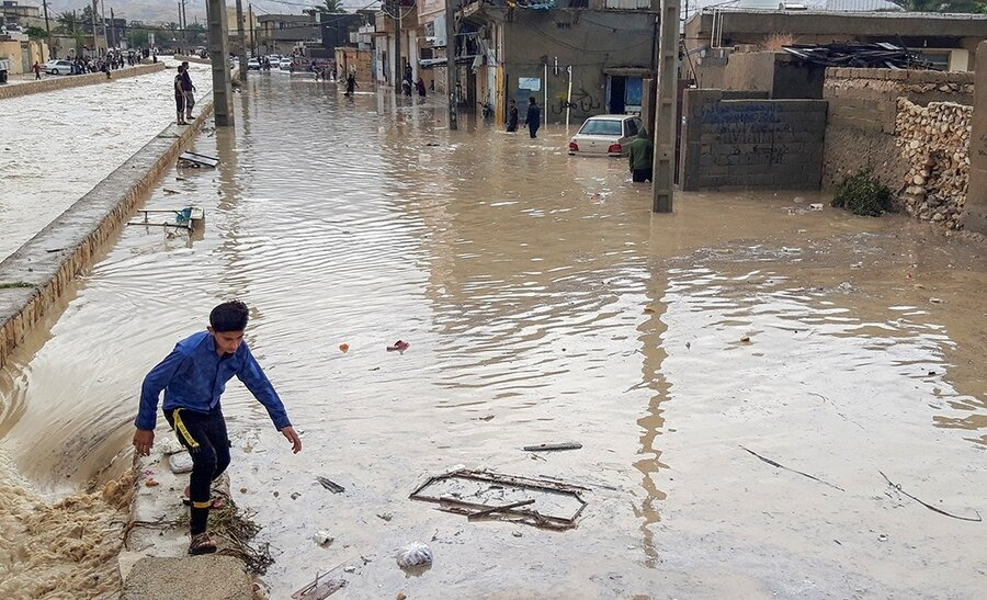 کشتههای سیل به ۱۱ نفر رسید | دستورات جهانگیری به استانداران ا یک شهر، ۱۳۰ روستا و ۳ محور شریانی در محاصره آب