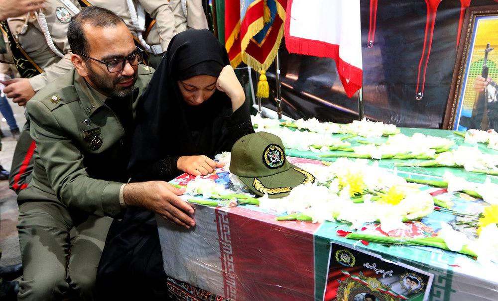 تقدیرو تشکرپدر شهید خردسال محمد طاها اقدامی ازجناب آقای مهندس شفیعی شهردار محترم شهر وزوان